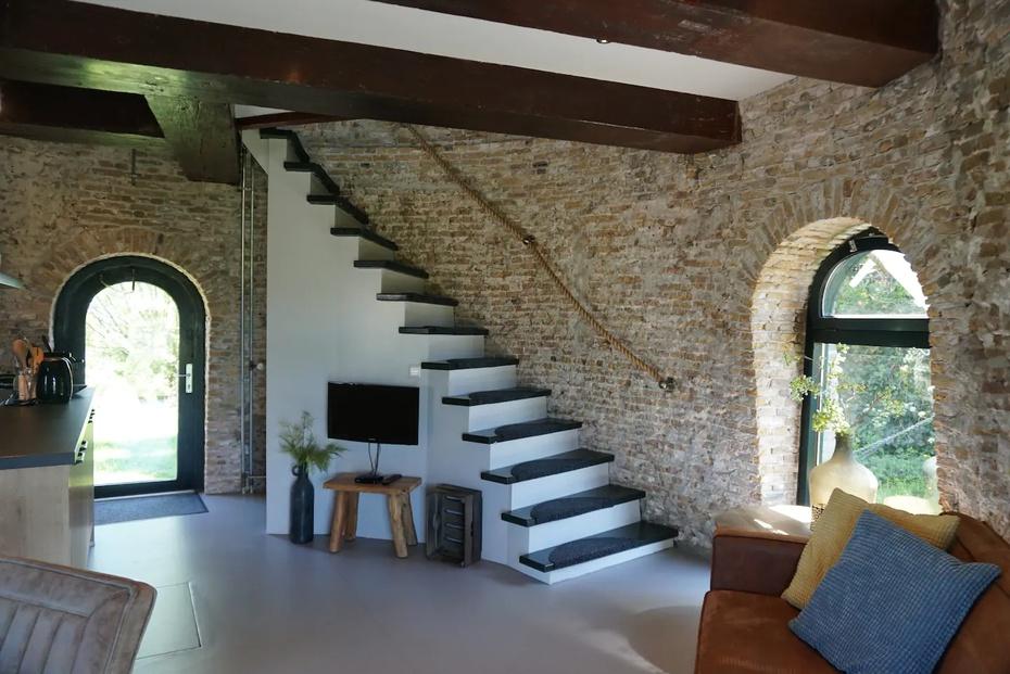 El molino tiene dos niveles.