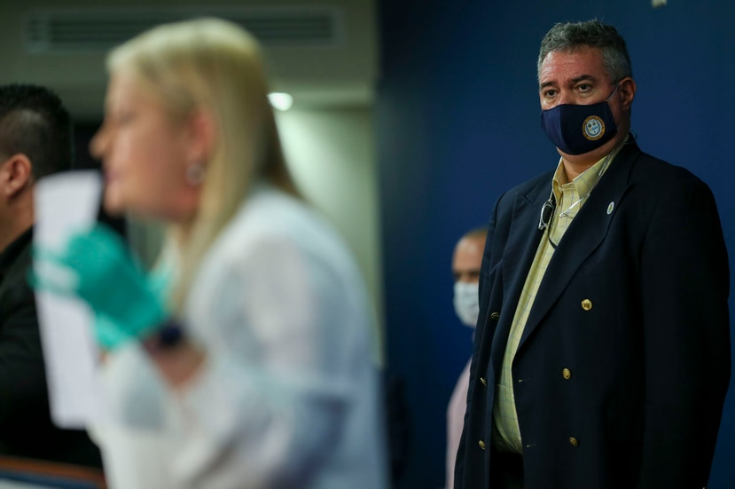 """El doctor Segundo Rodríguez Quilichini, derecha, líder del """"task force"""" médico que asesora a la gobernadora en medio la crisis por el coronavirus."""