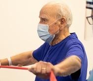 El fisioterapeuta se ocupa de que el paciente reanude sus actividades de la vida diaria de una manera conservadora, a un ritmo adecuado y seguro.