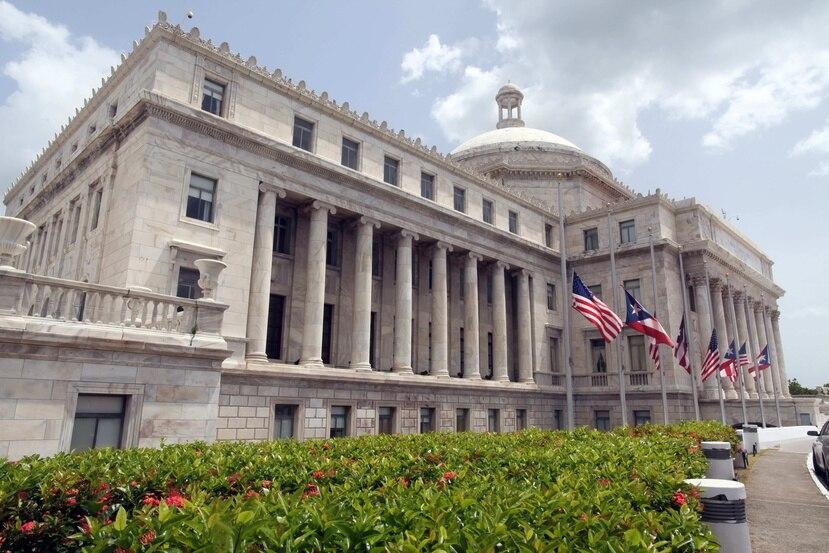 El querellante alegó que el incidente ocurrió en la entrada del Capitolio por lado de la Cámara de Representantes.