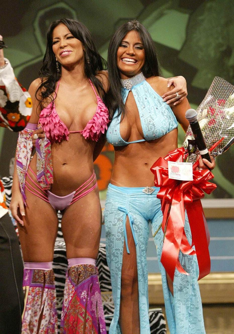"""La exmodelo del programa Maripily se abrazó a Taína en 2004 cuando regresó a """"No te duermas"""" por su participación en el """"Poder de la Semana"""". (GFR Media)"""