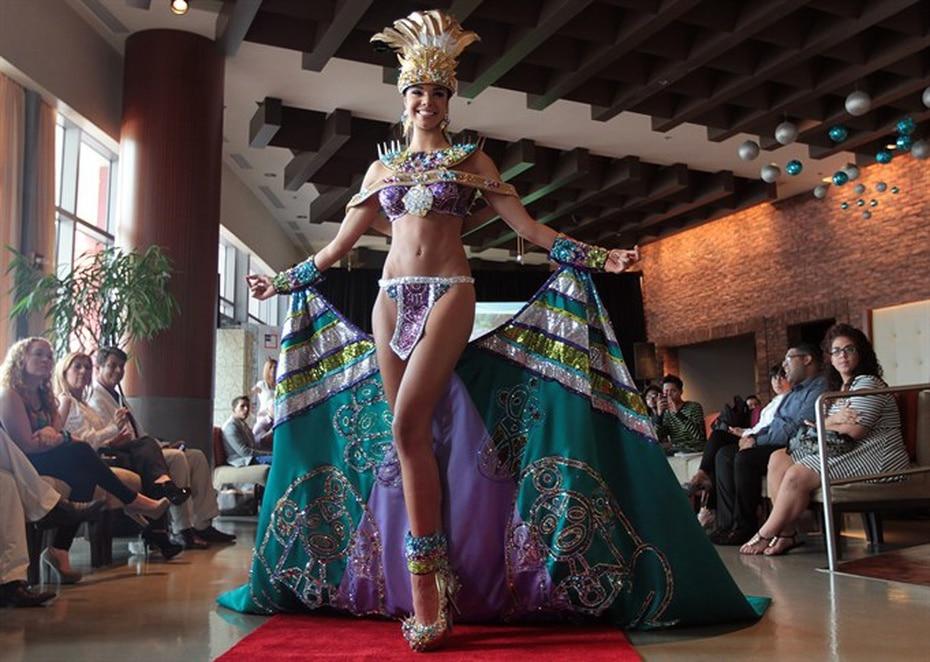 Bodine Koehler, Miss Universe Puerto Rico 2012, repitió la representación taína e indígena de otros modelos de años anteriores. (Archivo)