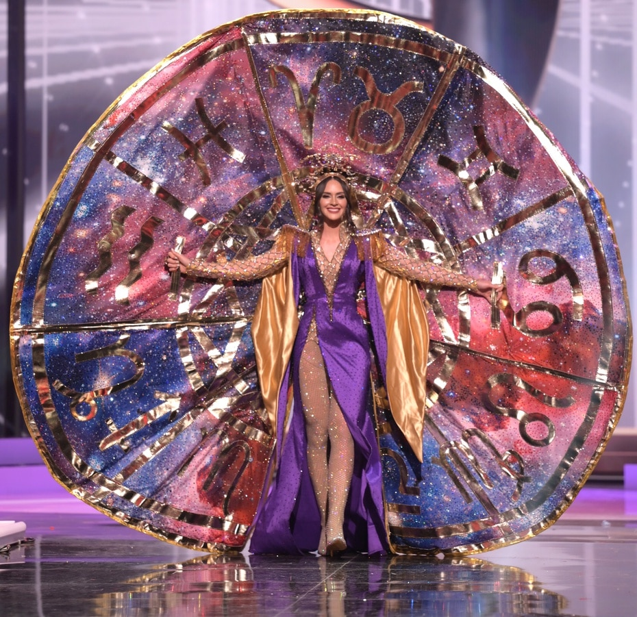 La reina de Puerto Rico, Estefanía Soto Torres, destacó al presentar su vestido inspirado en el astrólogo Walter Mercado durante la competencia de trajes típicos de Miss Universe.