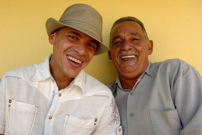 Vico C junto a su padre Rafael Lozada. (GFR Media)