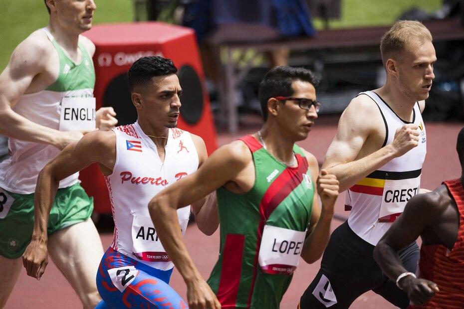 Andrés Arroyo también corrió en una preliminar accidentada y quedó séptimo con tiempo de 1:53.09, lejos de su mejor tiempo de la temporada.