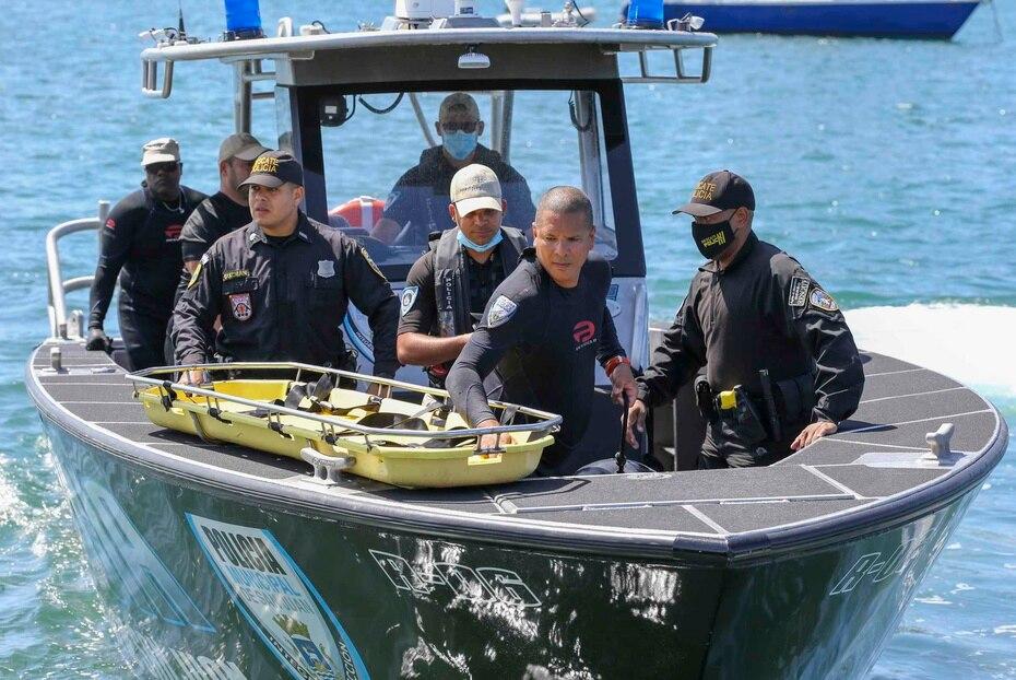 De inmediato, las autoridades se movilizaron al área para rescatar a los tres pasajeros que iban a bordo.