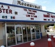 29de noviembre de 2010/SAn Juan/ Fotos a la fachada exterior del Cine Roosevelt el cual se encuentra en el medio de la Urbanizacion Roosevelt en Hato ReyEl Nuevo Dia/ Dennis M. Rivera Pichardo