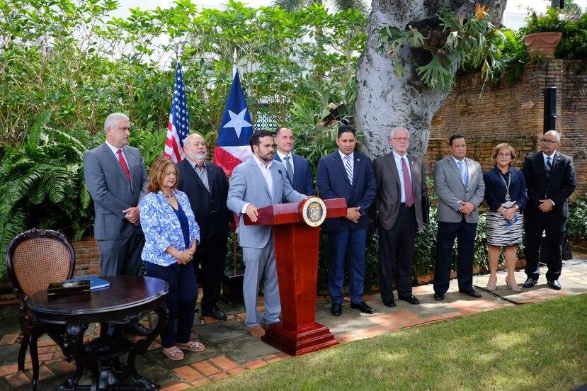 Ricardo Rosselló Nevares realizó acompañado de miembros de su gabinete en el Jardín de La Fortaleza.