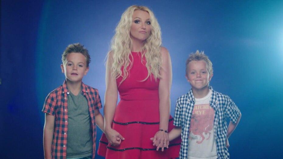 """En 2013, grabó """"Oh La la"""" sencillo de la película Smurfs 2. El video lo grabó junto a sus hijos."""