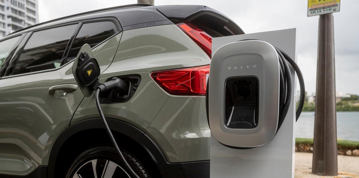 El vehículo tiene la capacidad de recorrer 208 millas con una sola carga.