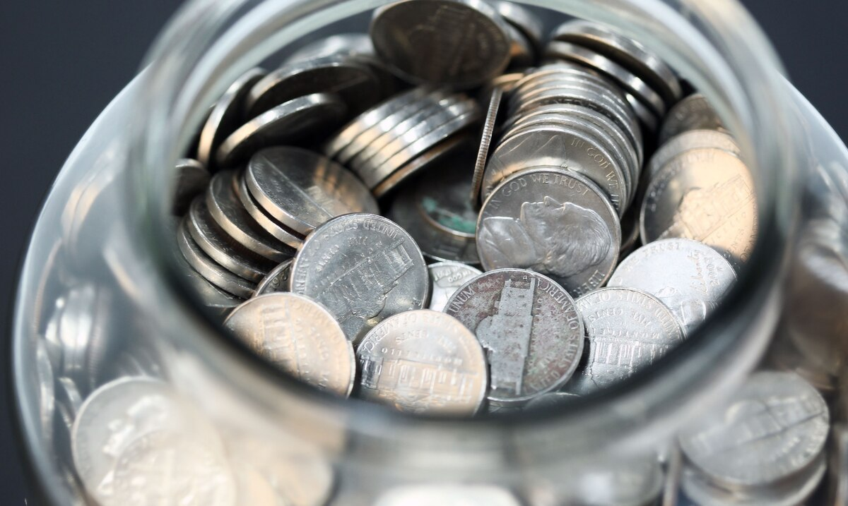 Ahorrar y pagar deudas: esos serán los principales usos que la gente dará al cheque federal de $1,400