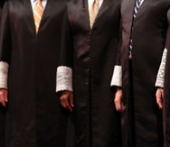 Puerto Rico Supreme Court Chief Justice Maite D. Oronoz Rodríguez did not intervene in the case, while Associate Justices Luis Estrella Martínez and Ángel Colón Pérez issued dissenting opinions.