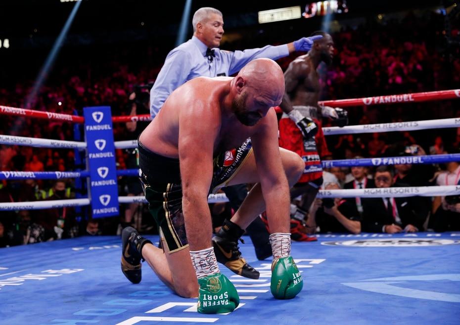 Wilder logró derribar dos veces a Fury en el cuarto salto. Fue la primera vez que el británico cae par de veces en un solo asalto.