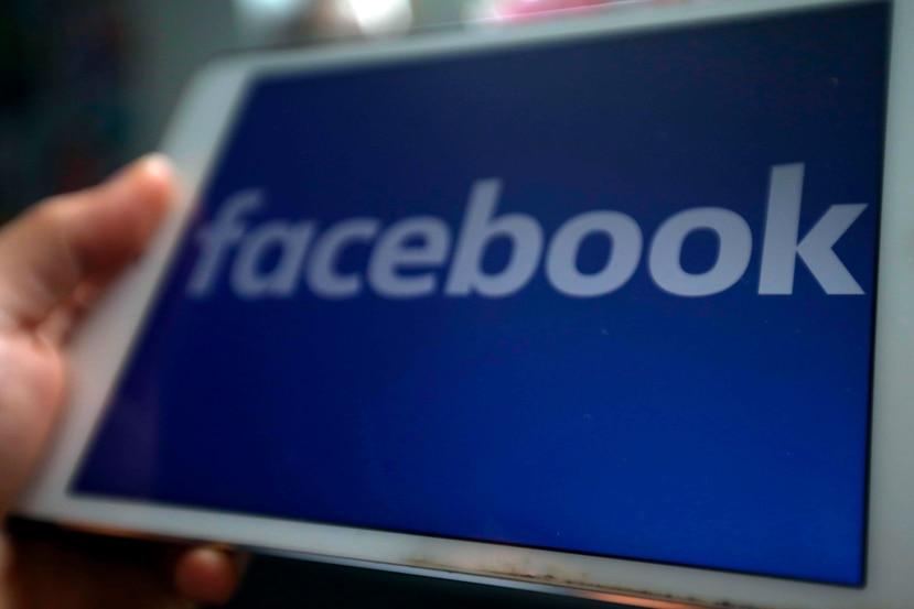 Facebook también suprimió 2.5 millones de mensajes en los que se vendían de forma irregular mascarillas, gel y toallitas desinfectantes, así como supuestos tests de COVID-19. (EFE / Luong Thai Linh)