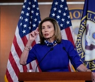 Nancy Pelosi (arriba) realizó el anuncio durante una reunión privada, dijo la fuente, que habló bajo condición de anonimato a fin de discutir conversaciones privadas.