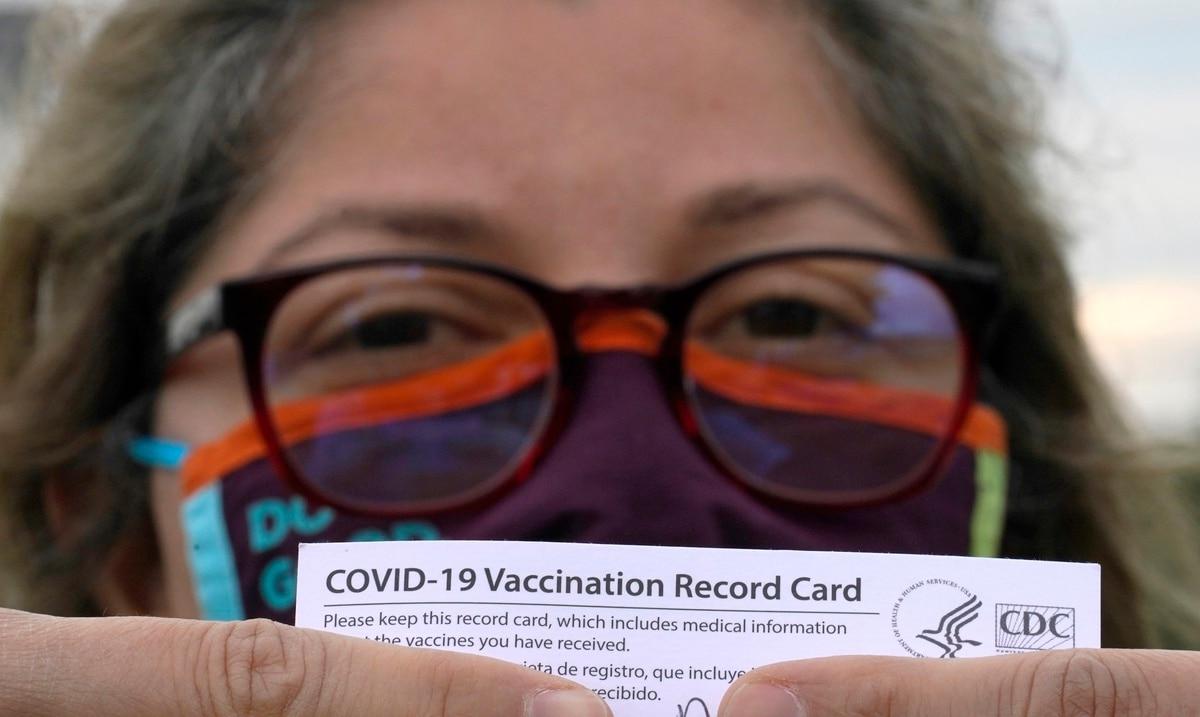 Lo que debes saber sobre la vacunación obligatoria que se requerirá en los establecimientos de alimentos