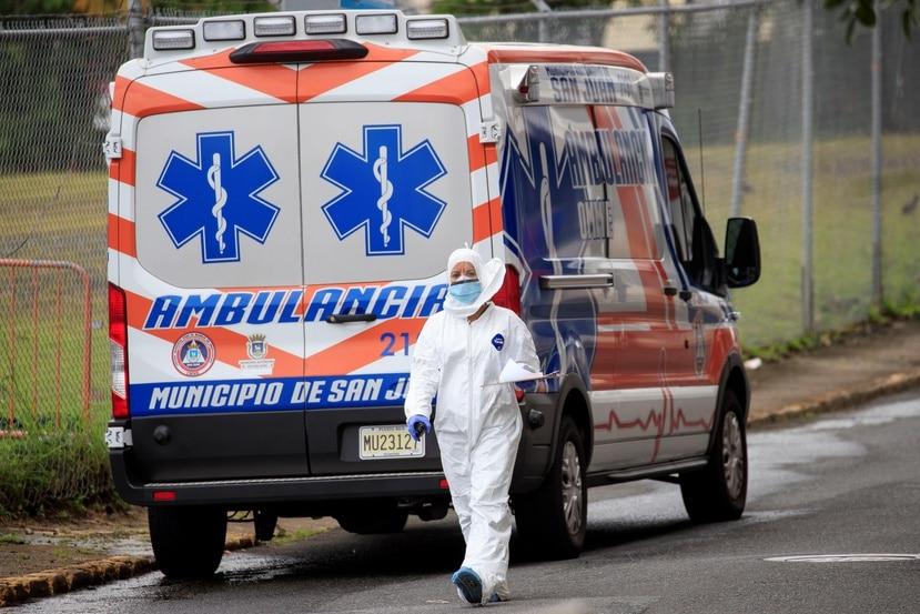 La mayoría de los contagios de profesionales de la salud con coronavirus ocurrieron en salas de emergencia, según el presidente del Colegio Médico.