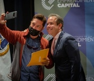El alcalde Miguel Romero entregó 50 cheques de $5,000 a microempresarios de la capital afectados por el COVID-19.