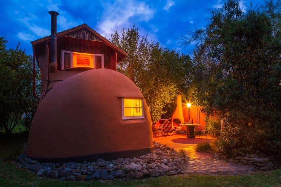Un Airbnb en forma de bota, en Nueva Zelanda, pretende transportar a los huéspedes a un cuento de hadas.
