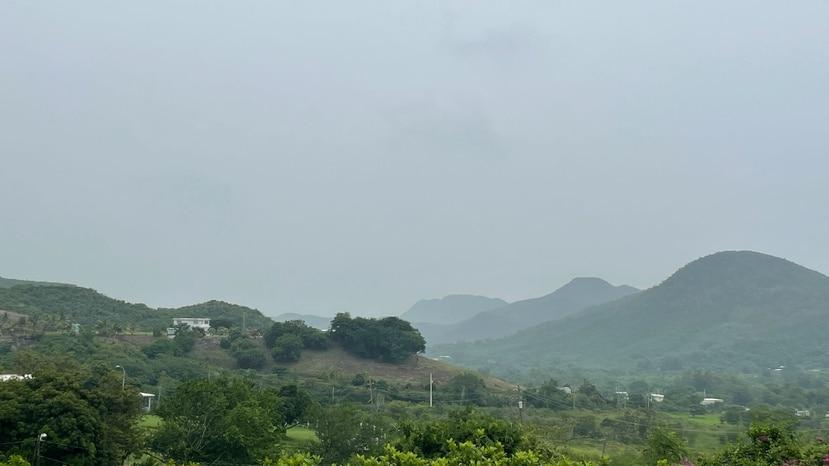 Hacia las montañas de Guayama y Salinas había poca visibilidad durante el domingo, 3 de octubre.