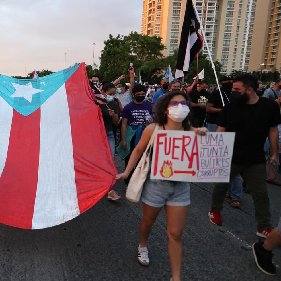 Miles marchan contra LUMA en Hato Rey