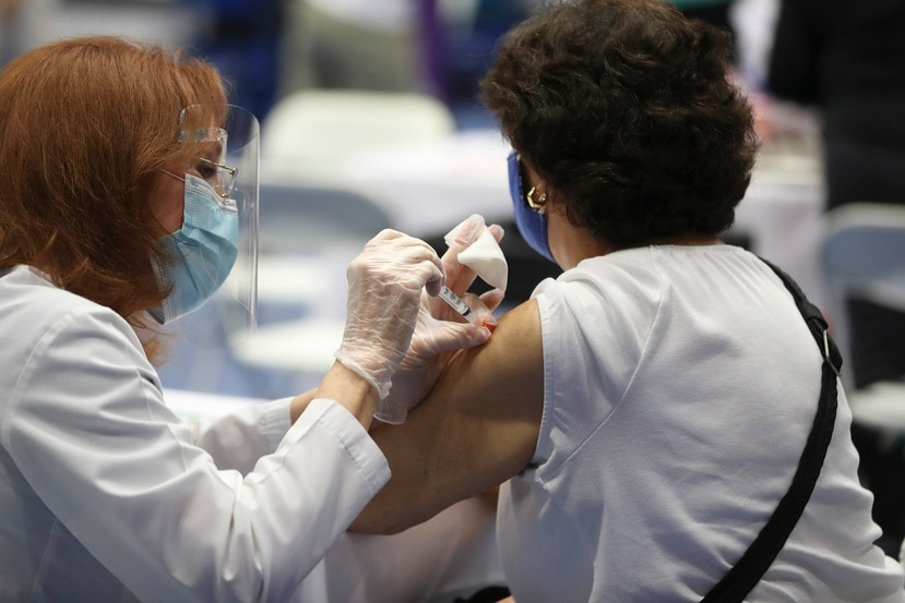 Según un análisis del bioestadístico Rafael Irizarry, el grupo de personas de 80 años o más parece ser el más difícil  de acceder como parte del plan de vacunación.