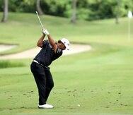 Rafael Campos realiza su tiro en el sexto hoyo dirante la tercera ronda del Puerto Rico Open.