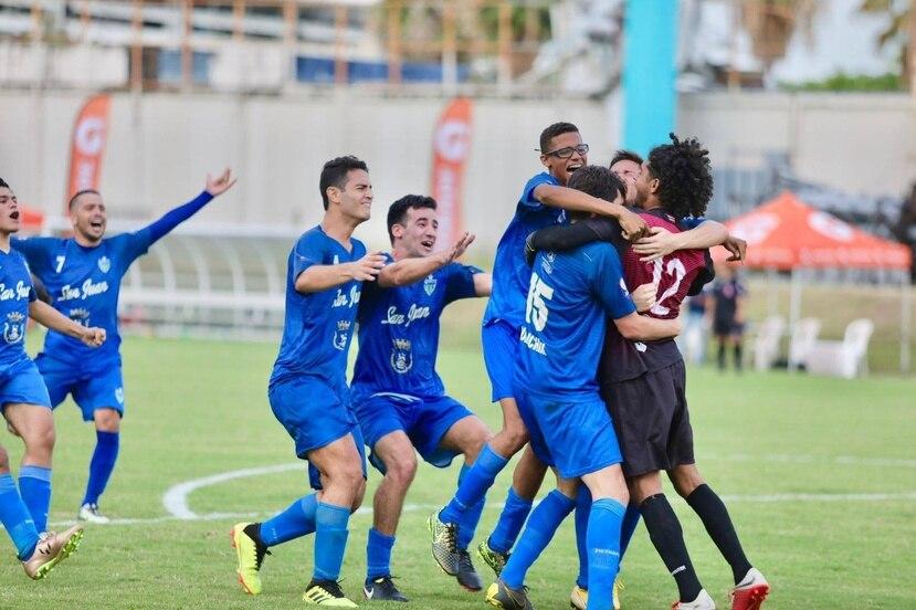 En esta foto de archivo, miembros del equipo Metropolitan Football Academy celebran su campeonato de la Liga Puerto Rico en el torneo 2018-19 tras vencer al Bayamón FC.