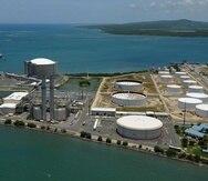 EcoEléctrica, en Peñuelas, genera energía quemando gas natural.