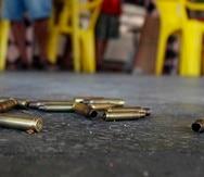 Varios casquillos de bala en la escena del crimen.