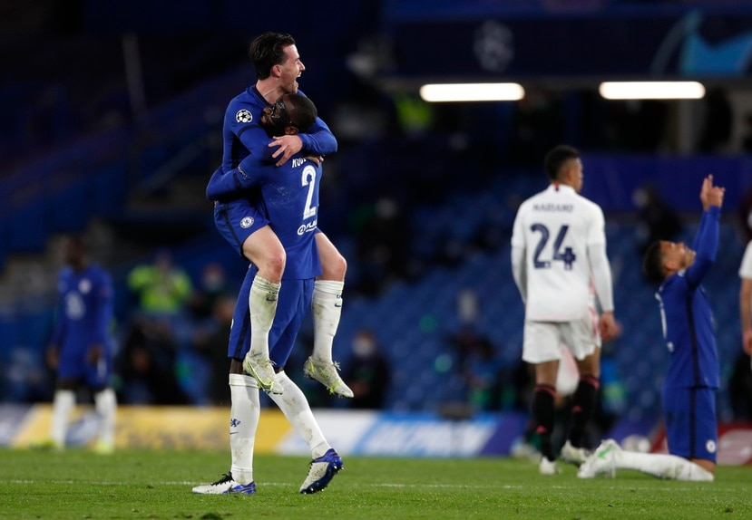 Ben Chilwell (izquierda) y Antonio Rudiger, del Chelsea, festejan la victoria sobre el Real Madrid en la vuelta de las semifinales de la Liga de Campeones.