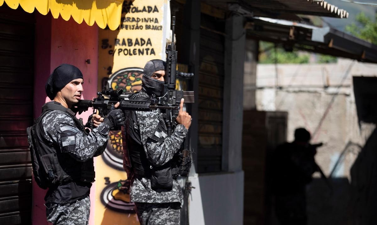 Operativo policial en favela de Río de Janeiro termina con 25 personas muertas
