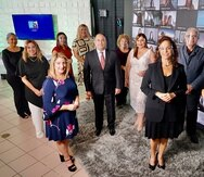 Junta directiva de la Asociación de Relacionistas Profesionales de Puerto Rico, liderada por Karen Garnik, al frente vestida de negro.