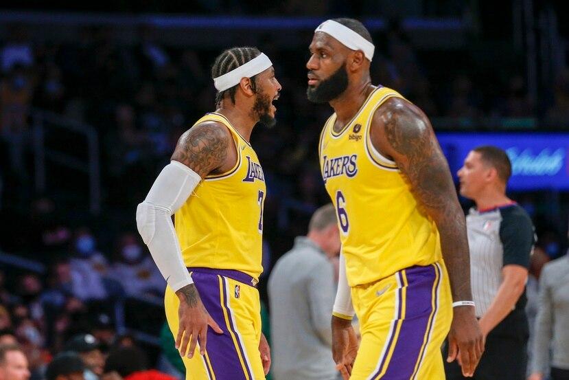 Los veteranos Carmelo Anthony, a la izquierda, y LeBron James comenzarán la temporada ante los Warriors de Golden State.