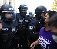 Entre los manifestantes y la Policía ocurrió un encontronazo frente al Capitolio.