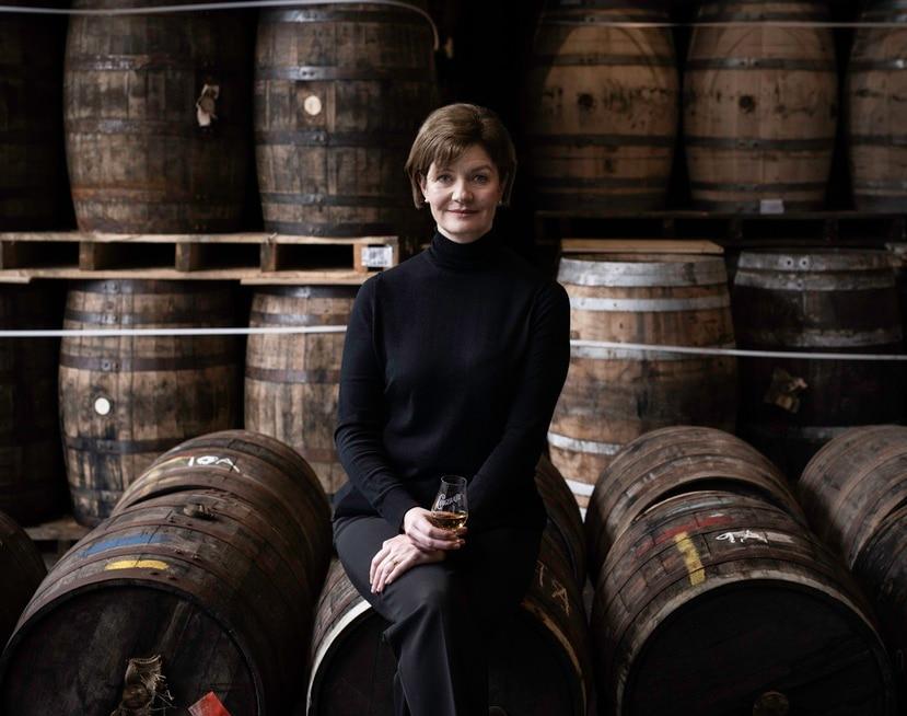 Stephanie Macleod es la Master Blender de Dewar's desde 2006, siendo la primera mujer en ocupar este puesto para la empresa.
