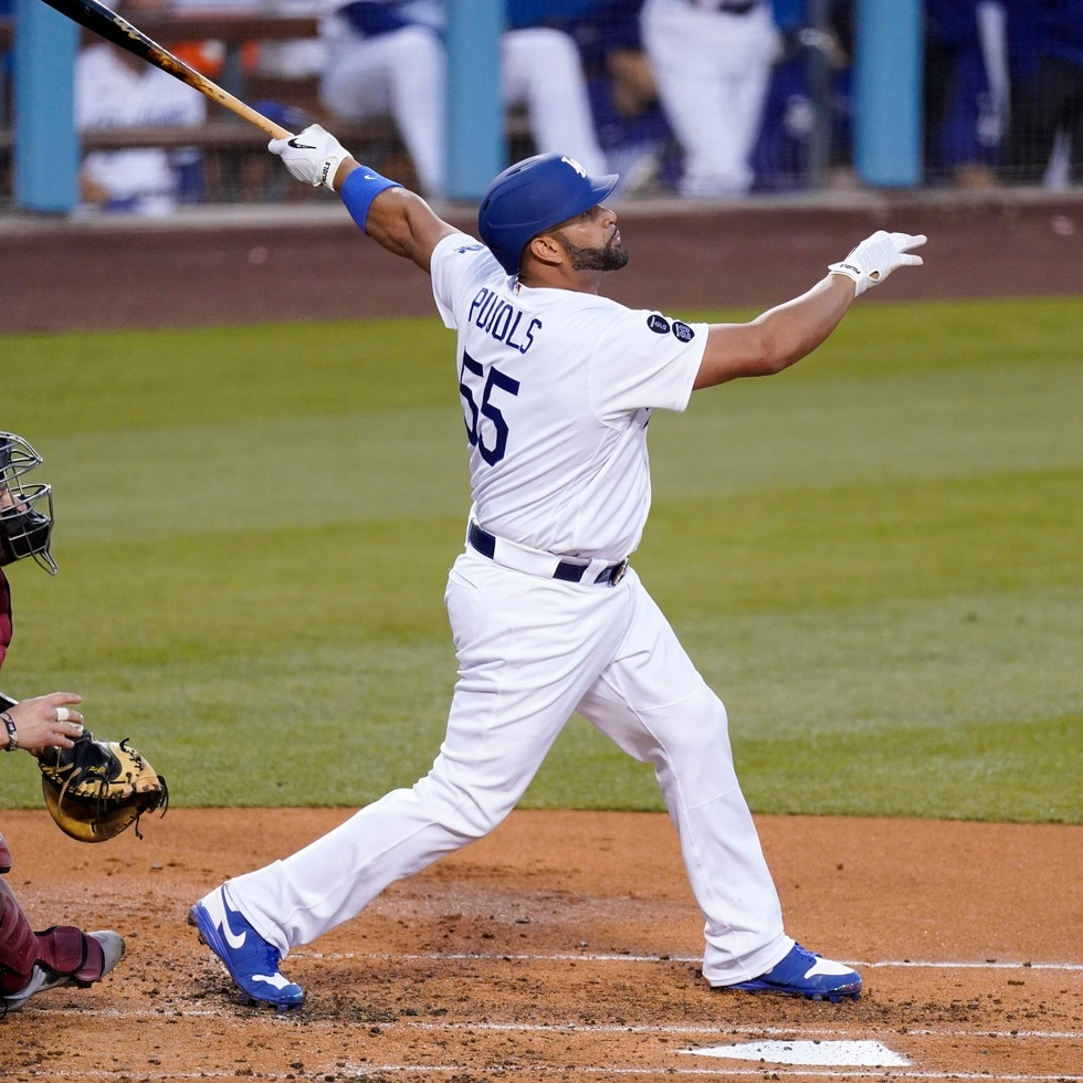 Albert Pujols, ahora con los Dodgers de Los Ángeles, fue el último jugador en llegar a los 3,000 hits, en 2018, cuando militaba con los Angels de Los Ángeles. Tiene además 679 cuadrangulares, quinto en la lista de todos los tiempos.
