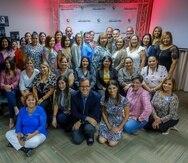 Parte del grupo de directores y maestros y personal de GFR Media, en  la actividad de El Nuevo Día Educador, en Ponce.