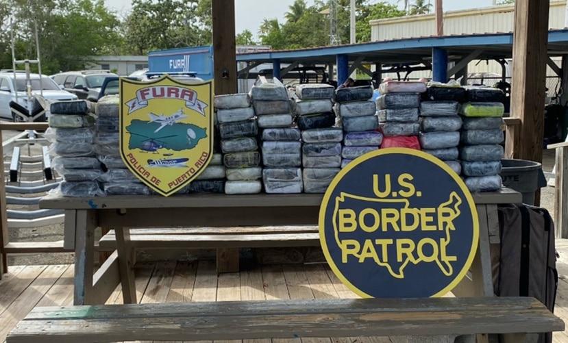 "Dentro de siete sacos, encontraron 136 ""ladrillos"" o empaques de cocaína."