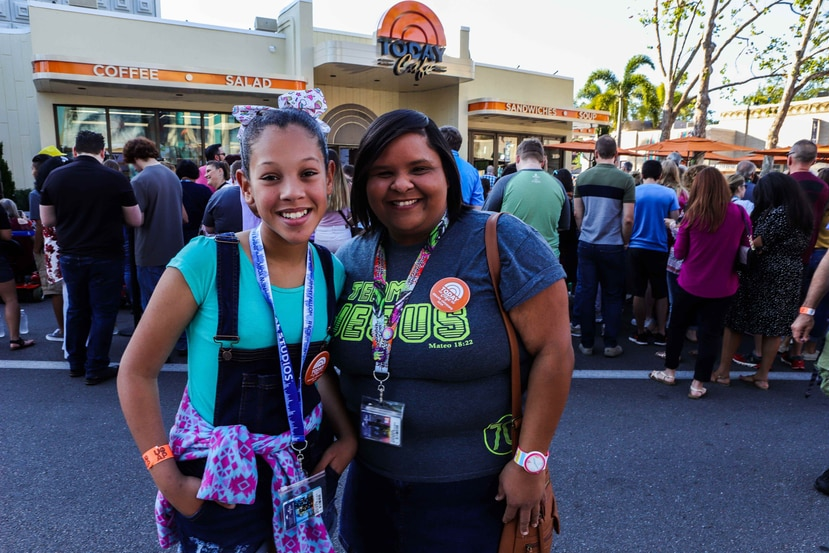 Israsir Cantres y su tía Brenda Cintrón asistieron a la apertura de Today Café. (Carla D. Martínez / Especial GFR Media)