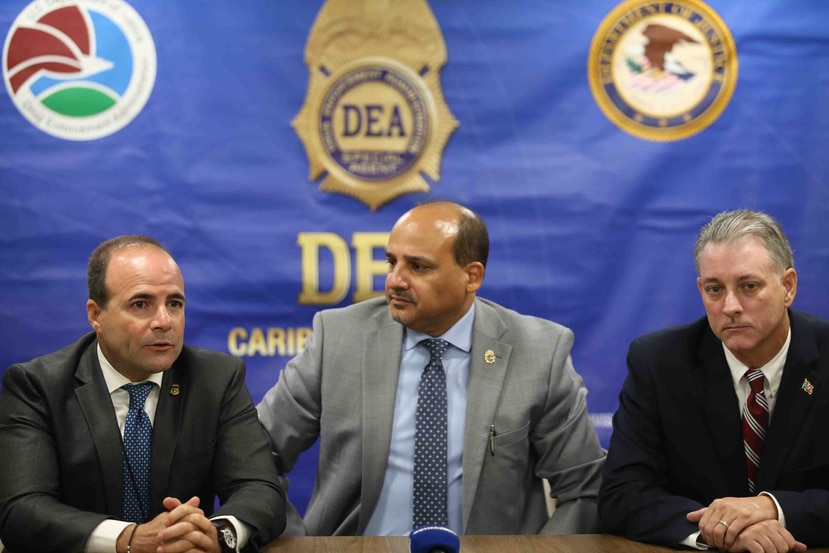 El secretario de Seguridad Pública, Elmer Román; el jefe de la DEA en la Isla, AJ Collazo, y el jefe de fiscalía federal Stephen Muldrow.