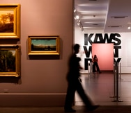 El Brooklyn Museum apuesta por el arte popular de KAWS en una amplia muestra