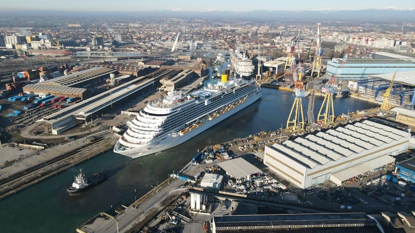 El Costa Firenzeel fue construido en el  astillero italiano de Fincantieri, en Marghera.