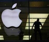 """La agencia dijo que considera si Apple tiene """"una posición dominante"""" en la distribución de apps para productos de Apple en Gran Bretaña."""