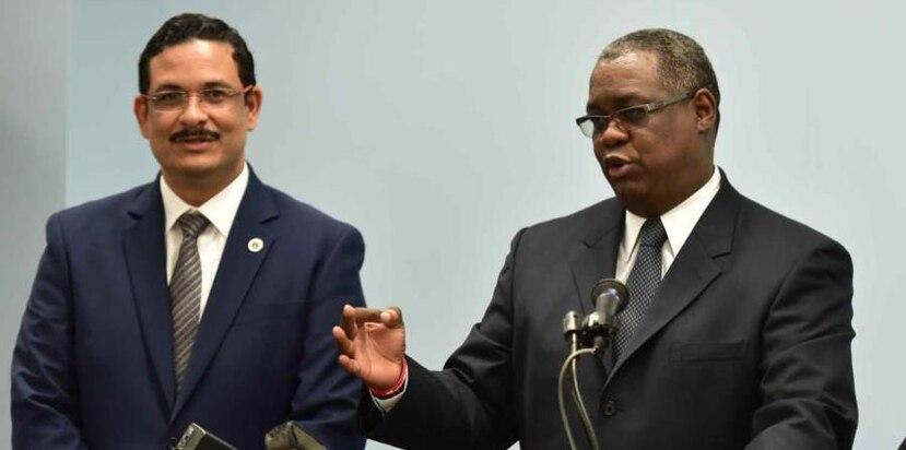 En la foto, el expresidente de la UPR Uroyoán Walker y el exrector Carlos Severino. (GFR Media)