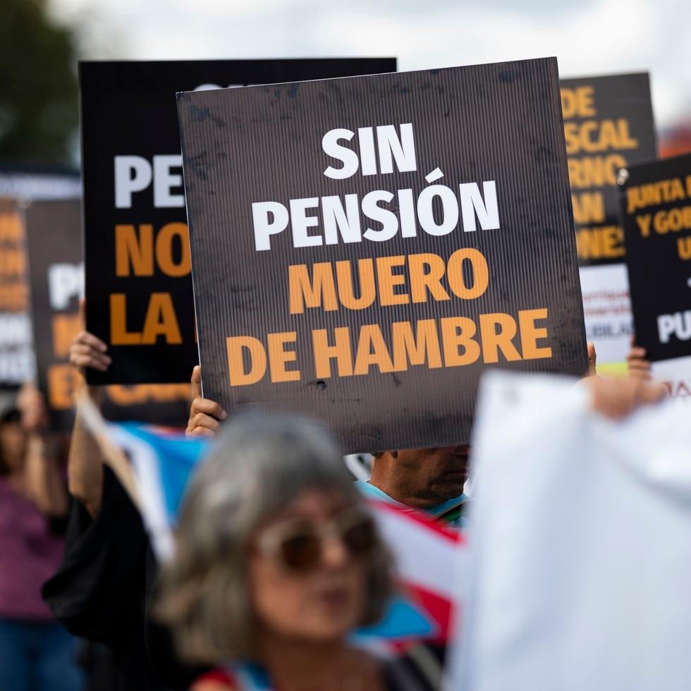 Si bien los pensionados del gobierno merecen  que se defiendan  sus intereses, los bonistas residentes de Puerto Rico reclaman que también merecen que sus ahorros sean defendidos.