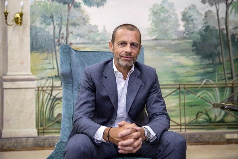 En esta foto del 23 de agosto de 2020, aparece el presidente de la UEFA, Aleksander Ceferin, durante una entrevista con The Associated Press en Lisboa.