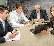 Desde la izquierda: Riccardo López-Cepero, Andrés Lozada, y los fundadores R. Alfonso Lozada Jr. y Maritere Maldonado en la oficina de la firma en la avenida Roosevelt.