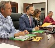 Al centro, Luis Javier Hernández, presidente de la Asociación de Alcaldes y ejecutivo municipal de Villalba.