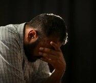 Mostrar expresiones que reflejen desesperanza o el deseo de morir puede ser una de las señales que denotan el peligro de cometer un suicidio.